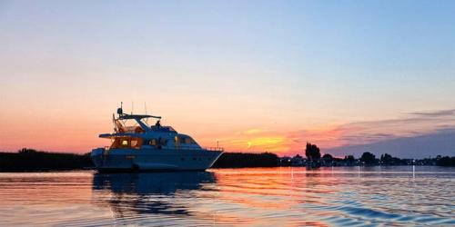 barca yacht al tramondo